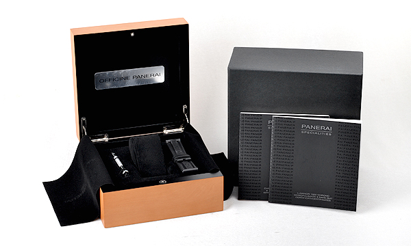 ルミノール1950 8デイズクロノ モノプルサンテGMT セラミック