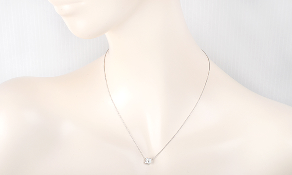 ベゼル 4Pダイヤ ネックレス